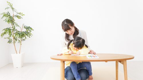 Pretty girl and her mother drawing